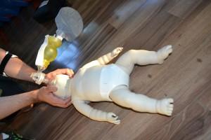 Pediatric training mannequin and pediatric bag valve mask